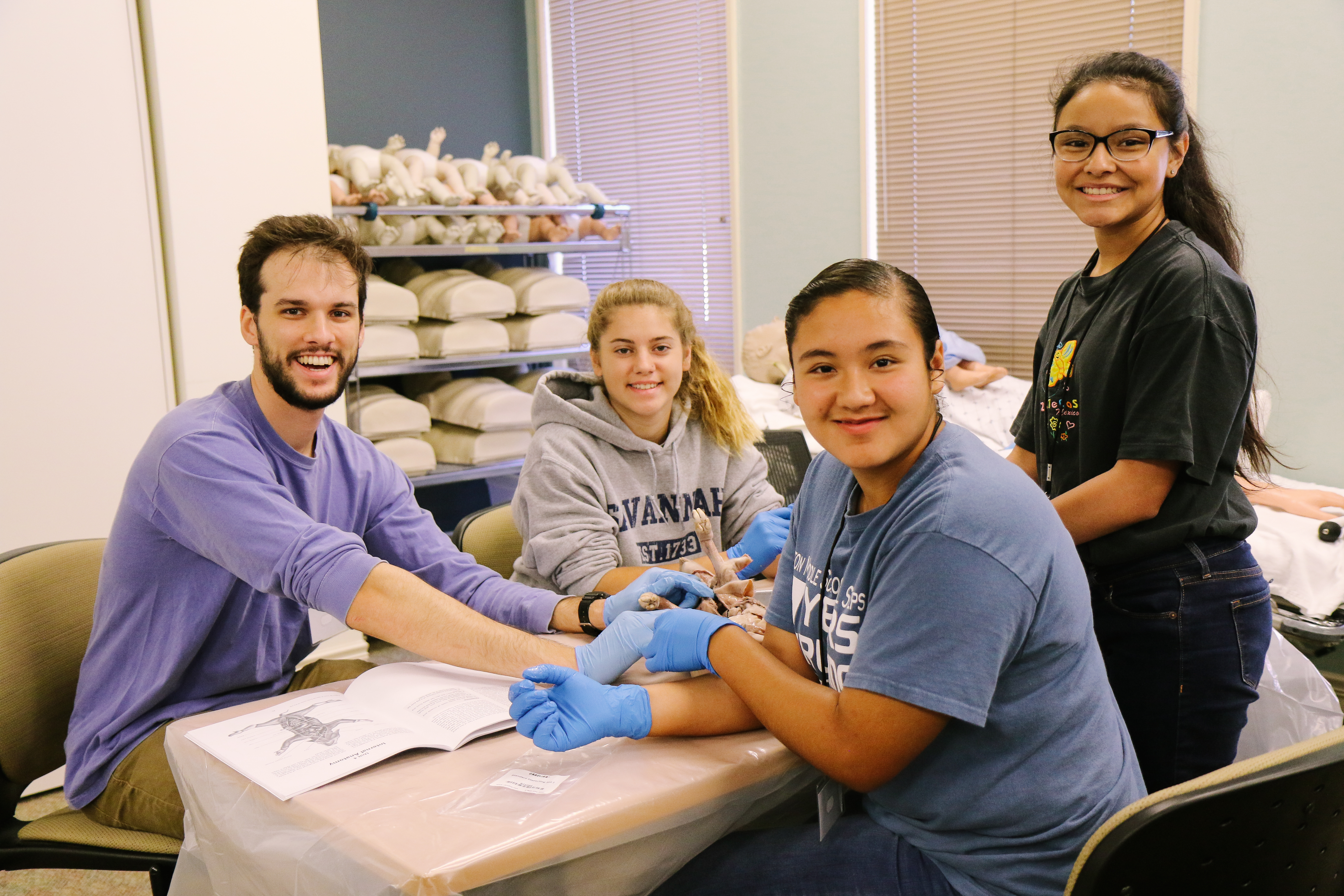 DMS Students Work with Mercer Med Student on Pig Dissection